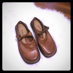 🦋2/$10 3/$15 4/$18 5/$20 Vintage Distressed Shoes